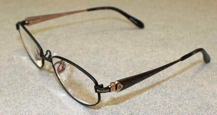 遠視性乱視 内斜位(遠近両用眼鏡)斜めからの概要
