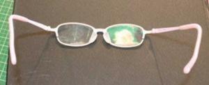 広がったメガネ