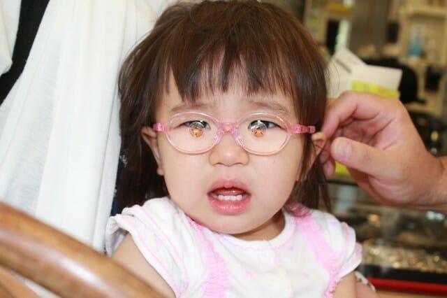 赤ちゃんのメガネ、度入り