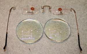 レンズとメガネ部品