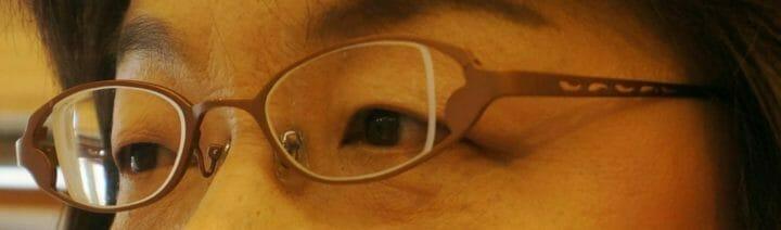 ウスカルメガネ装着斜めから撮影