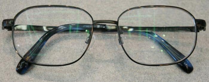 新しく制作したプリズム矯正眼鏡
