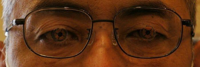 新たに作った複視矯正眼鏡装着
